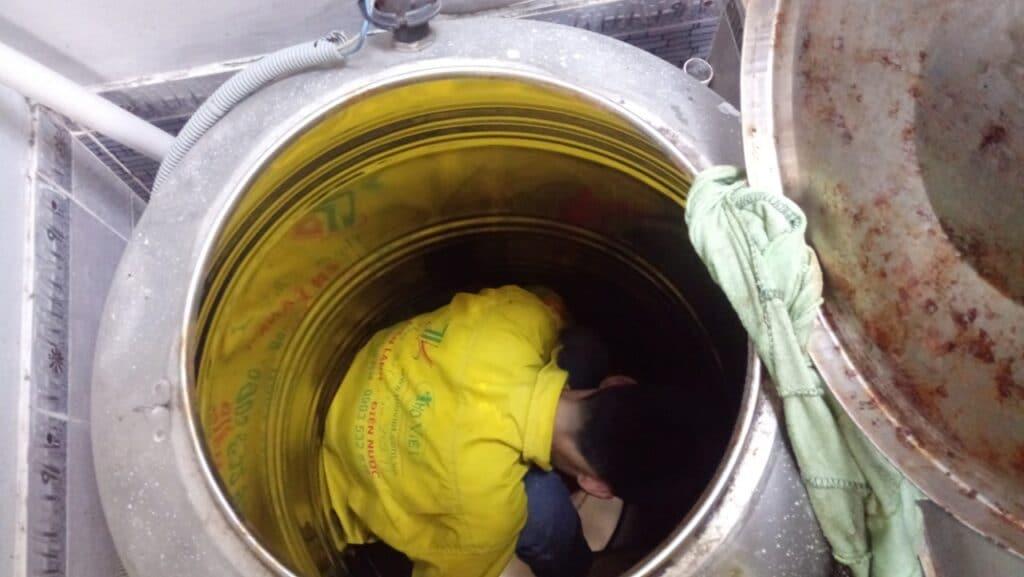vệ sinh bồn nước inox giá rẻ chuyên nghiệp tại Tp Hồ Chí Minh