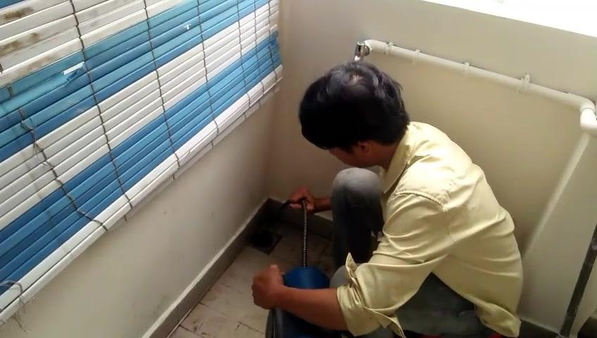 Thợ thông nghẹt cống thoát sàn nhà tắm bồn rửa